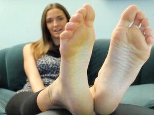 Non Nude Cam Girl Feet Flashing